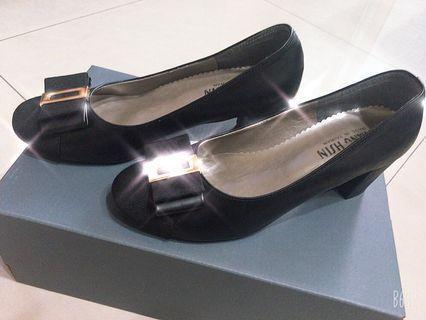 黑色質感低跟娃娃鞋