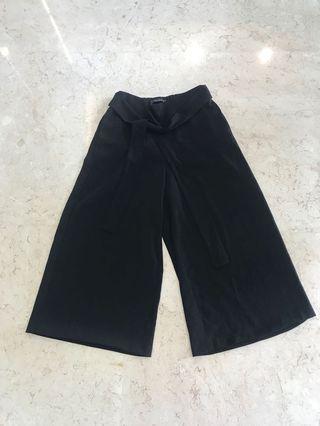Celana Kulot Cullotes Hitam karet belakang