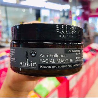 Sukin 竹炭控油抗污面膜100ml 富含多種純天然植物萃取精華,質地温和無刺激,具有深層清潔、抗過敏、速效排毒的功效。能有效撫平細紋,促進肌膚再生,對於乾燥缺水或敏感肌膚能深層保濕,深層修復,促進細胞再生。有效改善膚色,皺紋,提亮肌膚細嫩度以及柔軟性。令肌膚恢復活力,富有彈性。