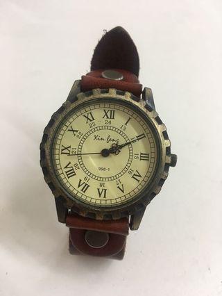 🚚 復古造型女錶