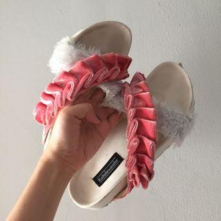 Fluffy sandals (Sandal Bulu)