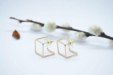 🚚 S925 3D gold cube earstuds