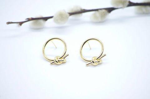 🚚 S925 Round Knot Earstuds in Gold