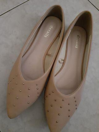 Details flat shoes
