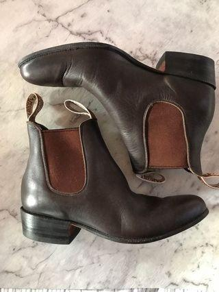 Thomas Cook boots. Women's. Brown.