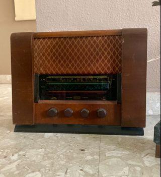 🚚 Vintage retro radio