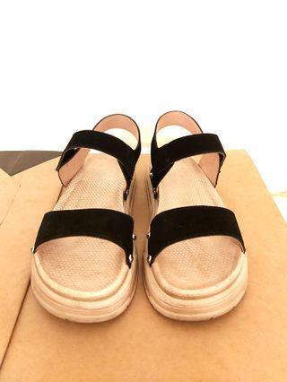 🚚 復刻版黑色皮革涼鞋#40