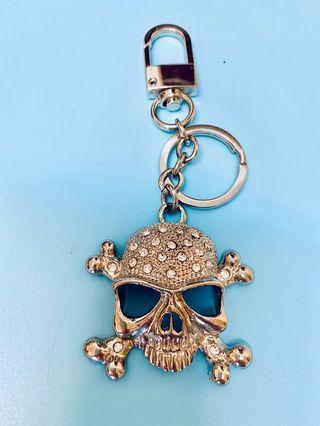 近全新白金色鑲水鑽骷顱頭吊飾鑰匙圈實品精緻看起來時尚有質感類不鏽鋼材質不生鏽!