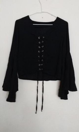 浮誇黑色喇叭袖前綁帶襯衫