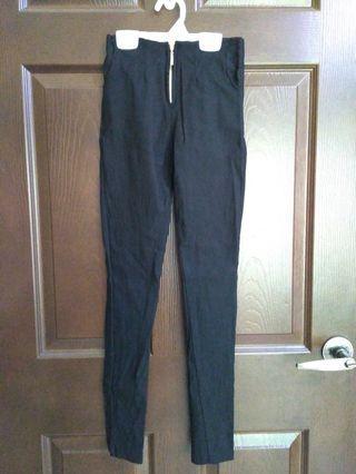 黑色彈性窄管褲