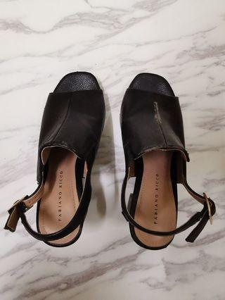 Wedges sandals in black faux leather