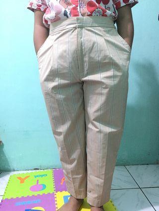 Yura Ankle Pants by Dyalodya