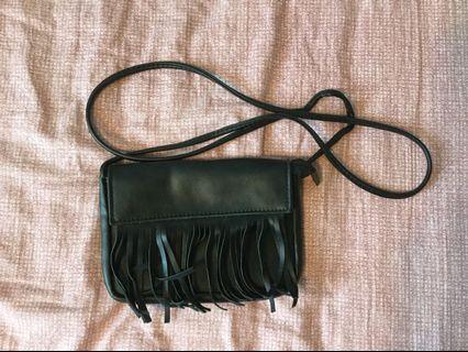 🚚 Black fringe sling bag (leather)