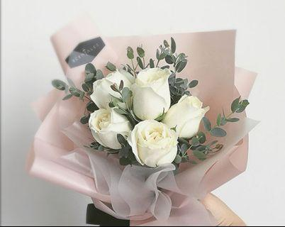 🚚 White rose bouquet