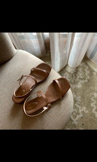 🚚 一字皮革涼鞋