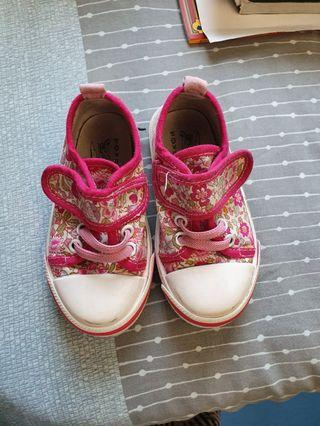 Girl canvas shoe rubber sole size 24