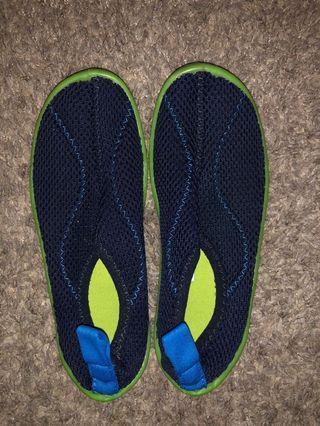 Kids aqua shoes size EU 30/31