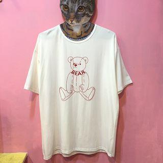 [彩色櫥窗]奧代爾棉彈性大尺碼線條小熊短袖上衣(2色)