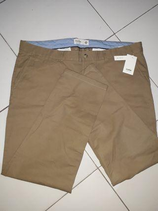Celana panjang chinos cole slim fit khaki