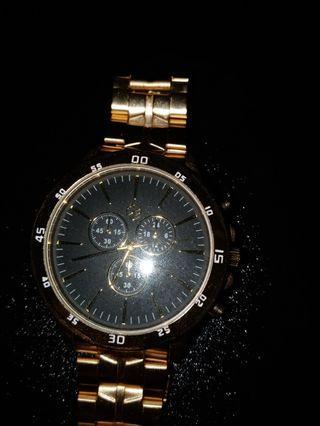 Bershka  經典金錶