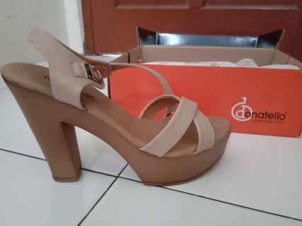 Sepatu heels,