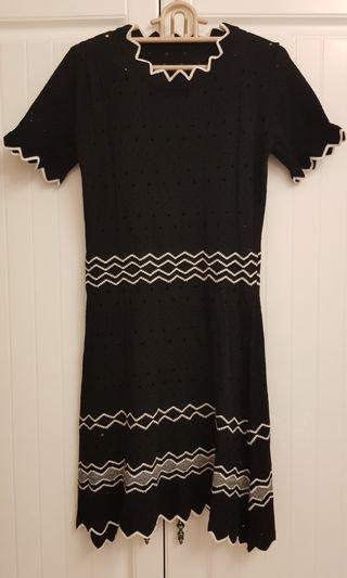 🚚 奧黛麗赫本風黑白配色針織連衣裙