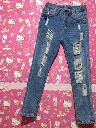 Jeans sobek // Ripped jeans