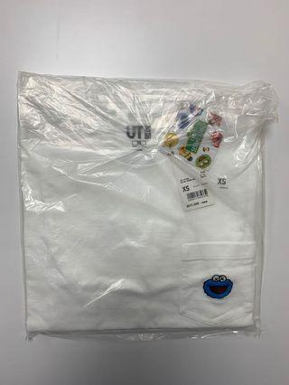 全新正品 uniqlo kaws sesame street 芝麻街 餅乾怪獸 短t t恤  xs 購於日本