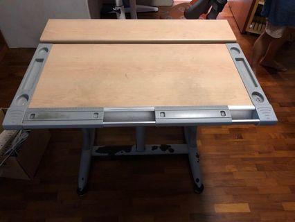 Kids adjustable Table