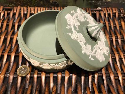 *半價* 英國 Wedgwood Jasperware 浮雕陶瓷綠色大圓盒