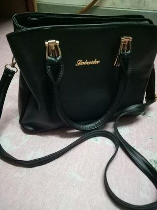 Handbag Black color