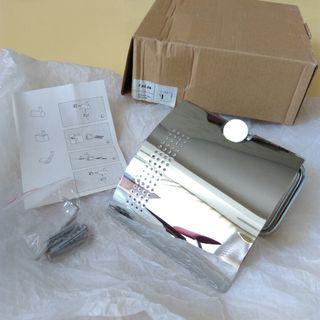 全新不鏽鋼捲筒衛生紙架一個