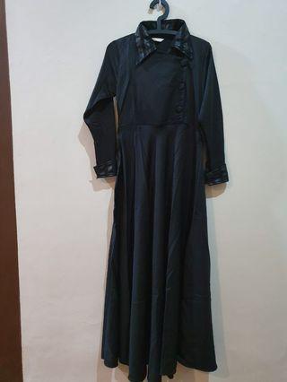 Dress muslim hitam