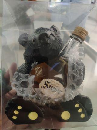余市酒廠限定出品,木製大黑熊連Super威士忌50ml酒辦一支套装。