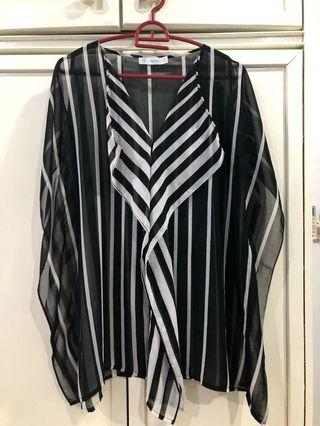 Black and White Flow blouse
