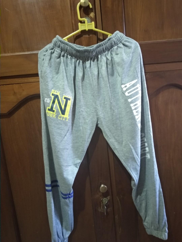 Celana olahraga abu-abu murah