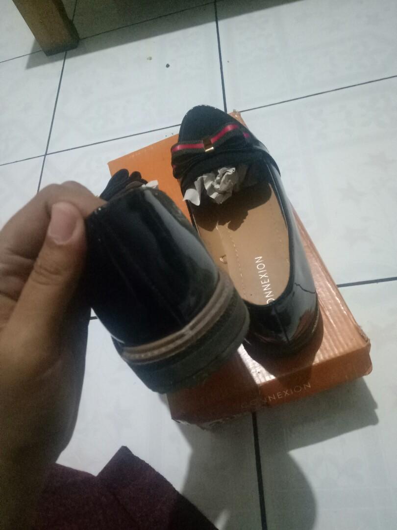 sepatu connexion hitam