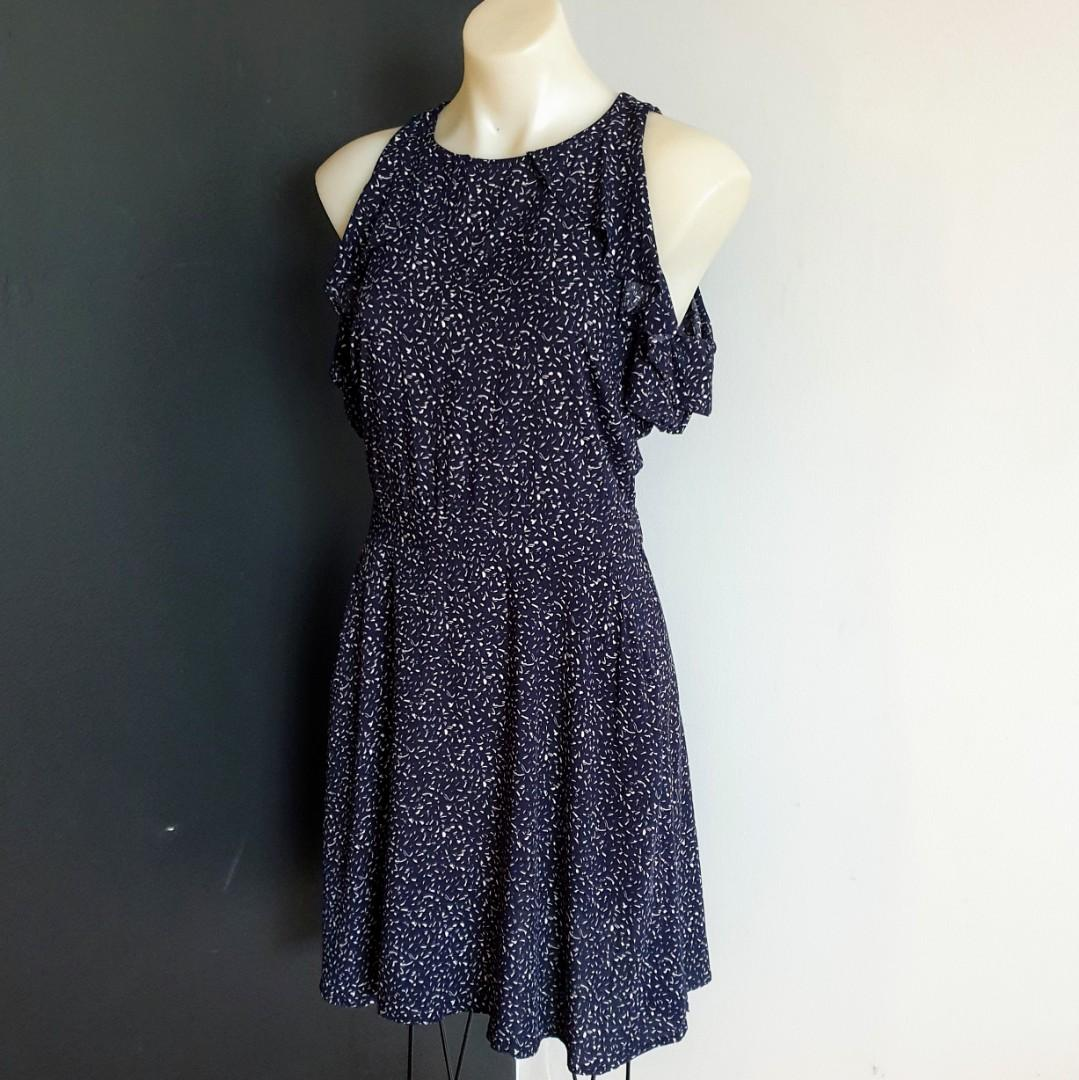 Women's size 10 'PORTMANS' Gorgeous navy and white cold shoulder dress with pockets- AS NEW