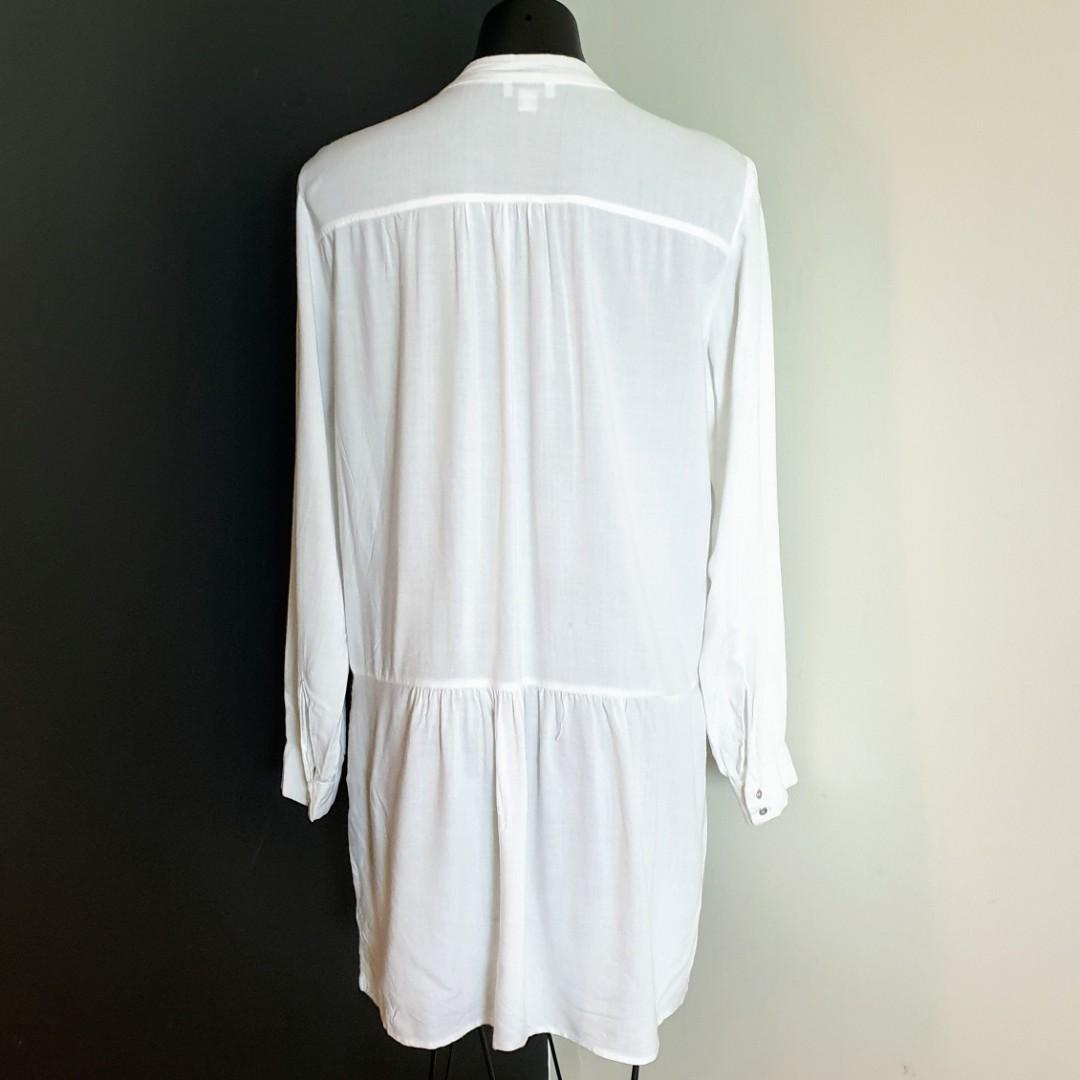 Women's size 10 'WITCHERY' Gorgeous white long sleeve tunic top - AS NEW