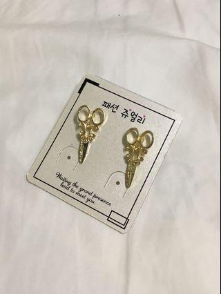剪刀造型耳環