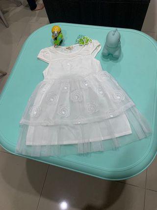 girl white flowers dress