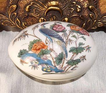 英國 Wedgwood Kutani Crane九谷鶴系列骨瓷蛋形珠寶盒