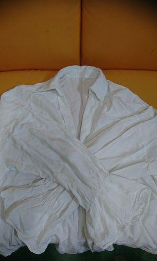 🚚 韓版時尚純白外搭衫(肩60 長67cm)