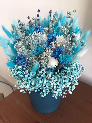 🚚 Frozen theme dried flowers with vase