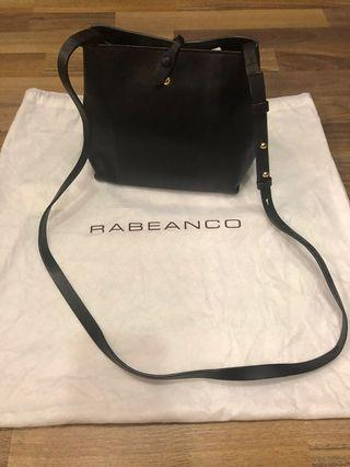 🚚 Rabeanco Sling Bag