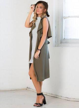 Sleeveless long vest abu tua