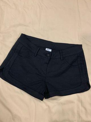 Osmose side curve slit shorts in black