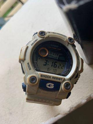 🚚 Casio R2D2 watch