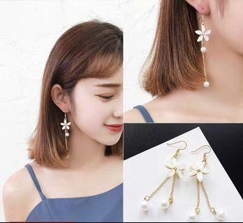Unice Dangling Earrings