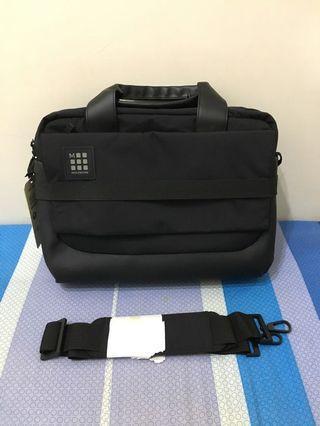 🚚 Moleskine Briefcase 15吋 防水 可側背 全黑 公事包